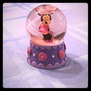 Mini rose Minnie Mouse snow globe